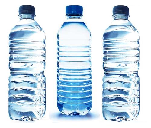 Agua en botellas descartables?