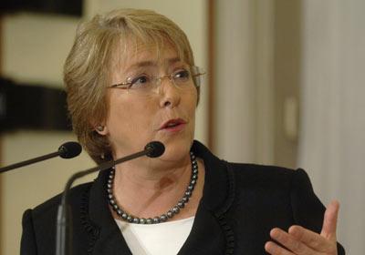 Michelle Bachelet Ayuda esfuerzos del COMMCA contra la violencia familiar
